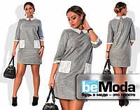 Деловое женское платье больших размеров из тонкой шерсти с гипюровым воротником и накладными карманами серое
