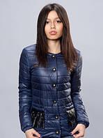 Милая женская куртка темно-синего цвета