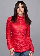 Женская куртка насыщенного красного цвета