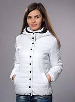 Демисезонная куртка белого цвета
