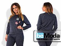 Молодежный женский спортивный костюм больших размеров с модными яркими нашивками на кофте синий