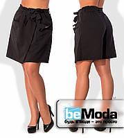 Эффектная женская юбка-шорты больших размеров оригинального кроя с большими накладными карманами черная