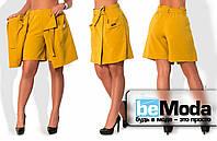 Эффектная женская юбка-шорты больших размеров оригинального кроя с большими накладными карманами горчичная