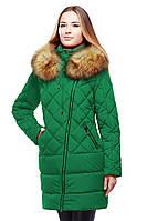 Зеленое пальто полуприталенное