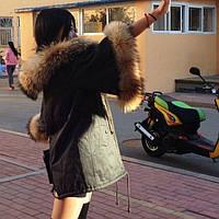 Куртка-парка с натуральным пышным мехом енот