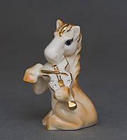 Новогодний сувенир -фарфоровая лошадка-символ года