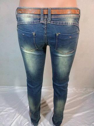 Женские молодежные джинсы с декором из разноцветных пуговиц, фото 2