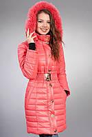 Коралловая куртка с мехом в тон цвета куртки