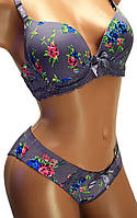 Комплект женский нижнего белья с красивым рисунком: бюстгальтер чашка С классика и трусы слипы.