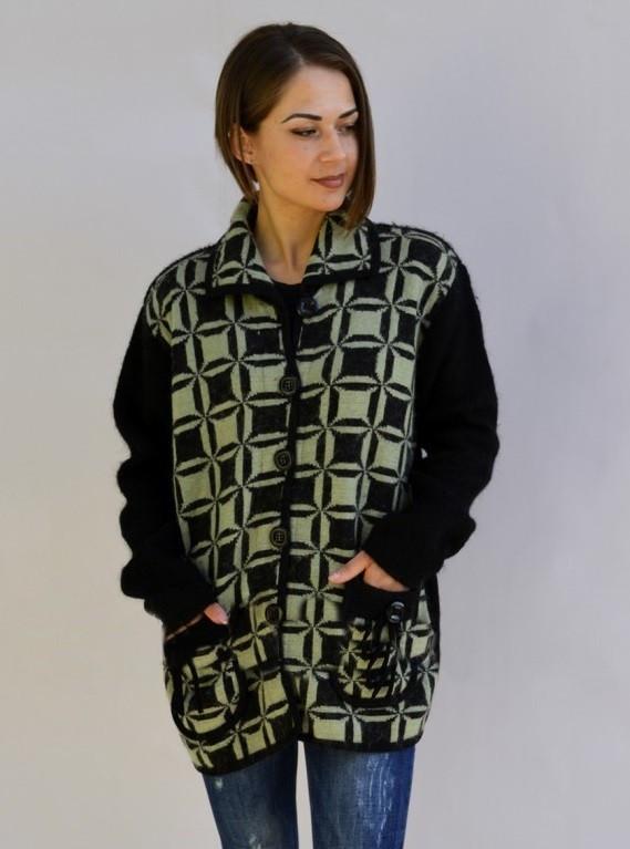 Креативный женский свитер