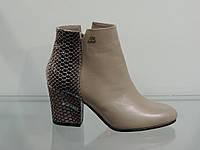 Ботинки женские кожаные на каблуке бежевые