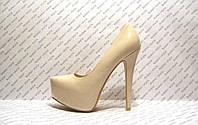 Туфли женские стильные на высоком каблуке бежевого цвета