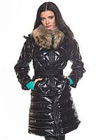 Стильная стеганая куртка с меховым воротником и поясом