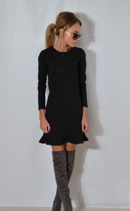 Женское платье с длинными рукавами
