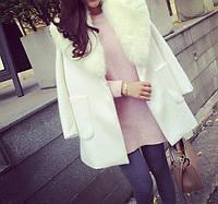 Кашемировое пальто с меховым воротником и накладными карманами