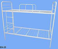 Кровать металлическая двухъярусная  с лестницей и защитными дугами