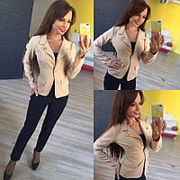 Женский стильный короткий пиджак 137 / бежевый
