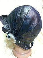Шляпка с волнистыми полями из кожа