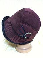 Шляпка из замши украшена мехом нерпы
