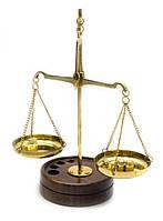 Весы бронзовые на деревянной подставке (10 гр.) (15х6х9 см)