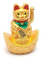 Кошка Манэки-нэко машущая лапой на чаше богатства (9,5х6,5х4,5 см) (батарейка в комплект не входит)