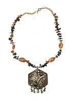 """Ожерелье с каменьями агата и кулоном """"шестигранник"""""""
