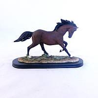 Статуэтка застывших Конь