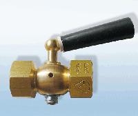 Кран 3х ходовой для манометра без фланца исп. 3: ручка текстолит, резьба М 20х1.5 G 1/2, 2,5 МПа