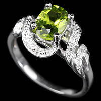 Кольцо серебро 925 перидот 17р