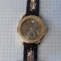 Часы Michael Kors 114356 женские золотистые со стразами на черном ремешке из силикон