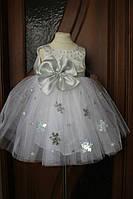 Белое нарядное платье снежинка на девочку с бусинами и пышной юбкой из фатина