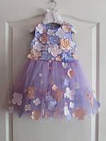 Праздничное красивое платье на девочку с фатиновой юбкой и декоративными цветами