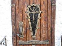 """Двери деревянные под старину. """" Замок""""."""