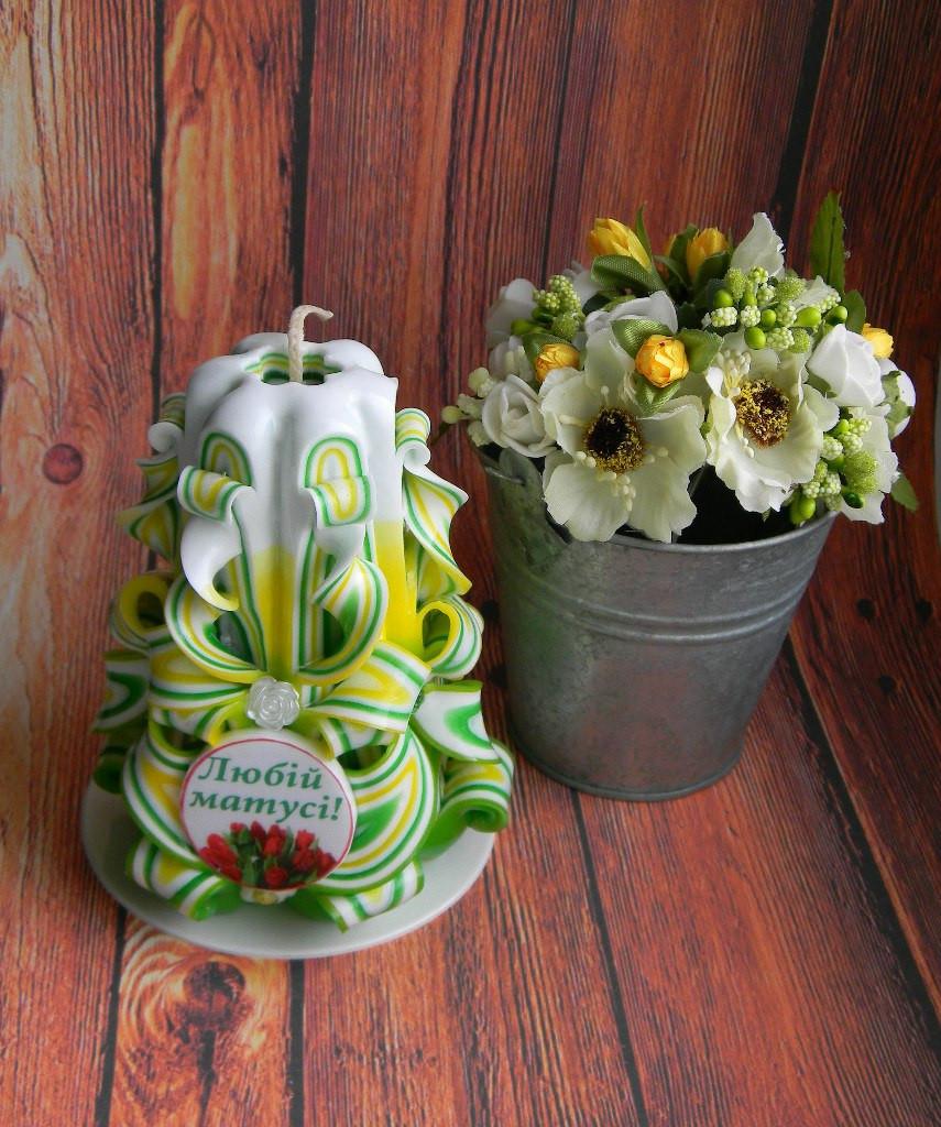 """Резная свеча с надписью """"Любій матусі!"""" 12 см высотой, на подарок маме"""