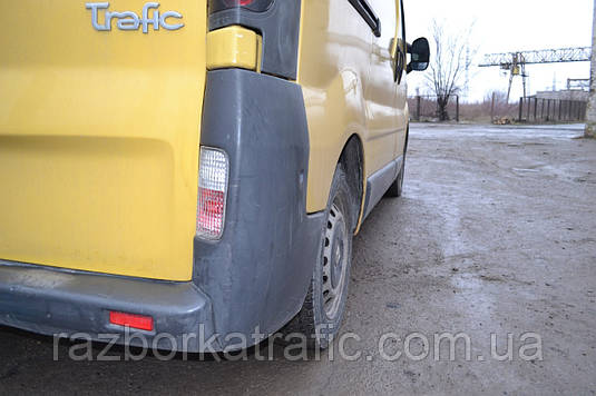 Клык бампера нижний правый на Renault Trafic, Opel Vivaro, Nissan Primastar