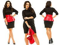 Женское платье-футляр батал   на талии  цветная баска из экокожи