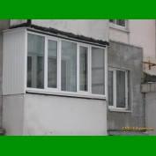 застеклить балкон и обшить его пластиком без выноса вперед