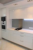 Угловая кухня со встроенной техникой, фото 1