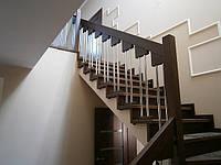 Лестницы деревянные по бетону для дома Киев