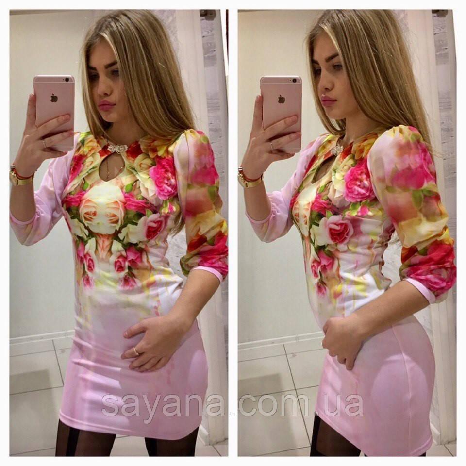 Стильное платье с укрвашениеи