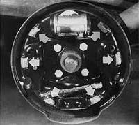 Замена задних тормозных колодок (барабанные тормозные механизмы)