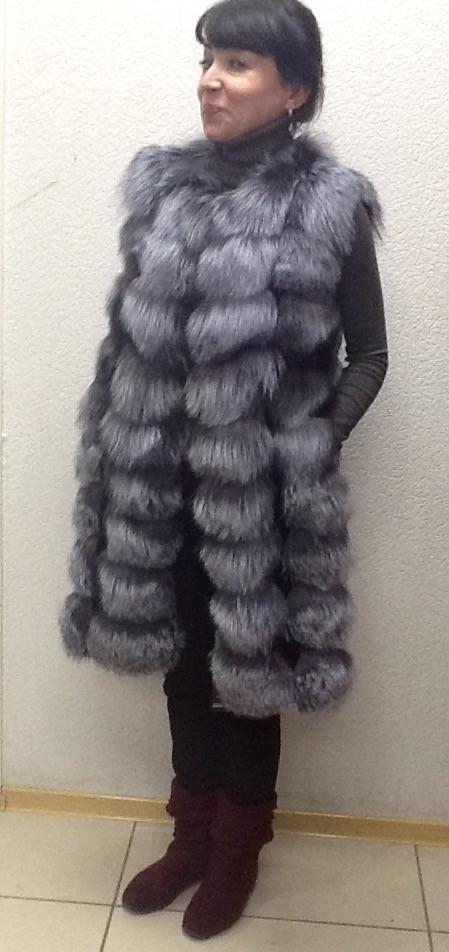 Жилет натуральный женский длинный из меха лисы чернобурки.