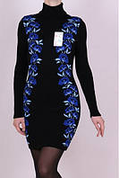 Теплое платье с вышыкой в синие цветы