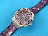 Часы Hublot Big Bang Boa Bang 114369 рептилия женские золотистые на фиолетовом каучуковом ремешке календарь