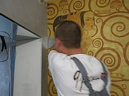 Процесс поклейки фрески