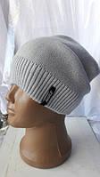 Стильная универсальная осенняя шапка серого цвета