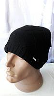 Интересная вязаная мужская шапка черного цвета