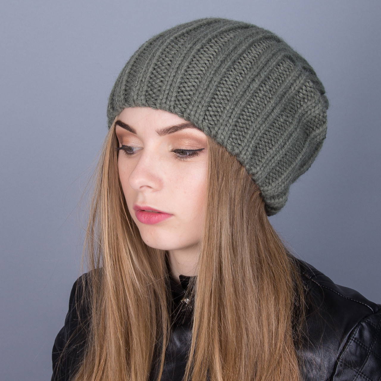 Стильная вязаная зимняя женская шапка из ангорки - Артикул 6991