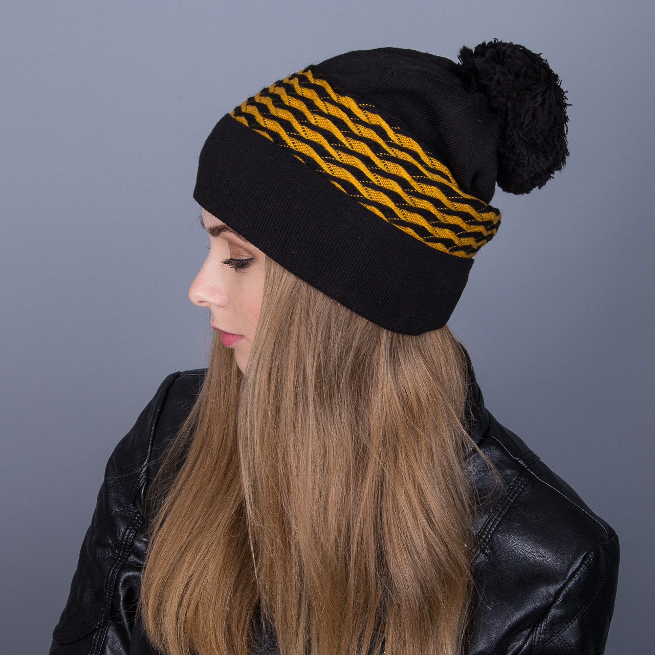 Сильная зимняя женская шапка с помпоном из ангорки - Артикул 7077