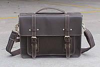 Красивый классический портфель.
